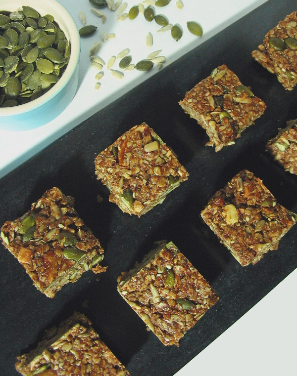 Cranberry coconut granola bars - tasty, filling granola bars, packed with healthy ingredients.