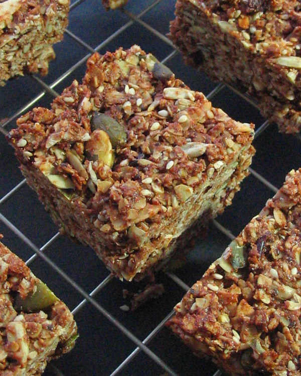 Cranberry coconut granola bars - loaded with filling, healthy ingredients (and chocolate!)