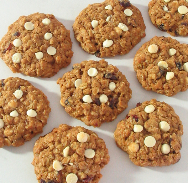 Cranberry & White Chocolate Oatmeal Cookies - Soft baked cookies, no mixer required! | sliceofkitchenlife.com