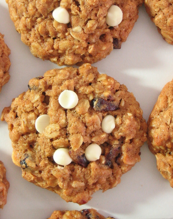 Cranberry & White Chocolate Oatmeal Cookies - Soft baked cookies, no mixer required!