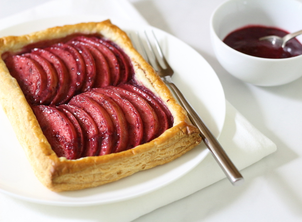 Blackberry and Apple Tart Recipe - made using everyday ingredients for a simple yet elegant dessert! | sliceofkitchenlife.com