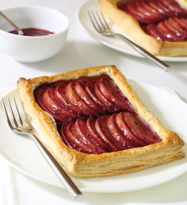 Blackberry and Apple Tart Recipe - made using everyday ingredients for a simple yet elegant dessert!   sliceofkitchenlife.com