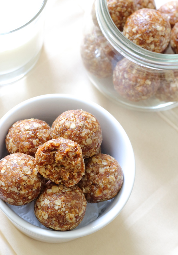 Apricot & Almond No-Bake Energy Bites Recipe - Naturally sweetened, and made in minutes for a fruity, filling, healthy snack!