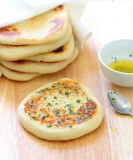 Garlic & Coriander Flatbreads Recipe - Chewy on the outside, soft and fluffy inside, the perfect accompaniment to everything! | sliceofkitchenlife.com