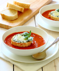 Roasted Red Pepper & Tomato Soup Recipe - Lightly spiced, warming and comforting and served with cheesy pesto toasts for dunking! | sliceofkitchenlife.com
