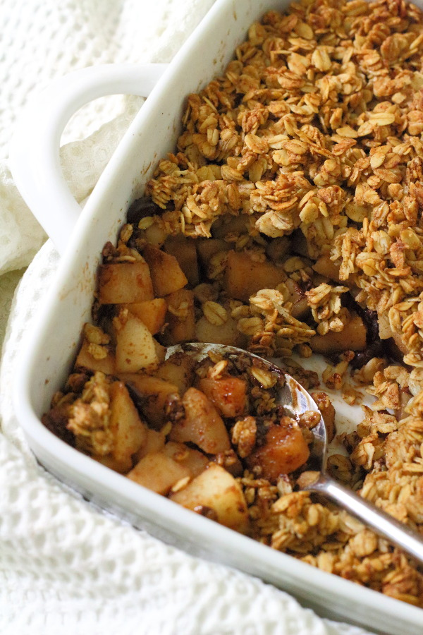 Spiced Pear & Chocolate Crisp Recipe - Pears, chocolate and spices are combined in this tasty fruit crisp, made with whole-grains, coconut oil and maple syrup. | sliceofkitchenlife.com